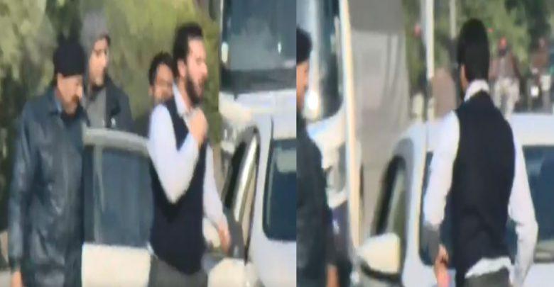 فيديو:-أخي-ابن-عمران-خان-أساء-إلى-جونداغاردي-،-خويا-آبا-،-تعرض-للإساءة-في-الشارع-؛-طوق-اشتعلت