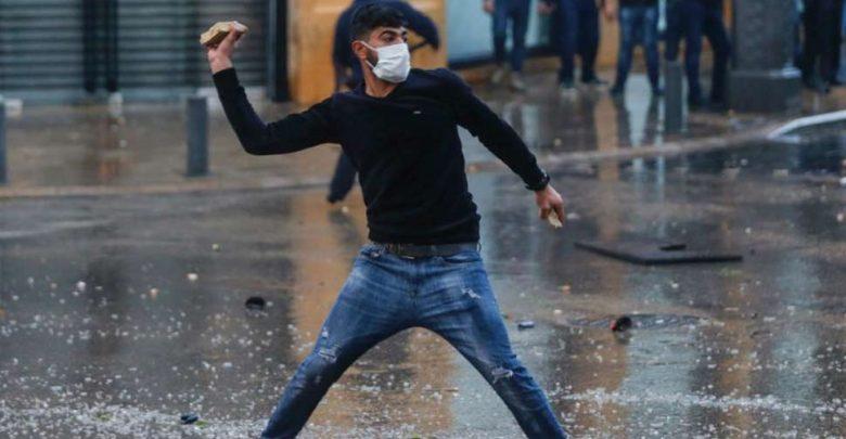 لبنان:-اشتباك-بين-المتظاهرين-والشرطة-حول-قضية-الاقتصاد-المتدهور-،-أكثر-من-300-جريح