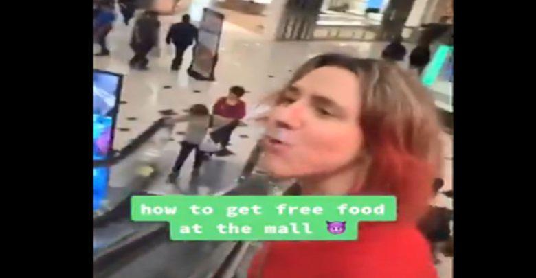 فتاة-غريبة-تنتزع-الطعام-بأسلوب-فريد-من-نوعه-في-مول-،-video-viral