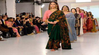عرض-أزياء-هندي-في-أسبوع-الموضة-في-لندن-،-مدح-البلد-بالخارج