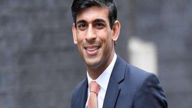 أدى-وزير-المالية-الهندي-الأصل-في-بريطانيا-اليمين-أمام-جيتا-،-فخور-بأن-يكون-هندوسيًا