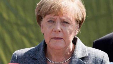 أنجيلا-ميركل-غاضبة-من-اللاجئين-الذين-يدخلون-أوروبا-وتركيا-ترفع-يدها