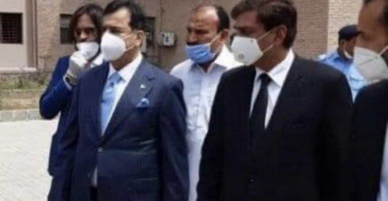 الكوفيد-19:-جيلاني-كورونا-رئيس-وزراء-حزب-باك-السابق-،-ابنه-يدين-عمران-خان