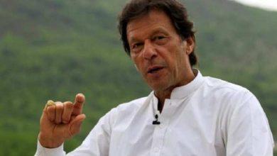 البلاد-تعاني-من-أزمة-الاقتصاد-والاقتصاد-،-لكن-رئيس-الوزراء-عمران-خان-قلق-من-ذلك