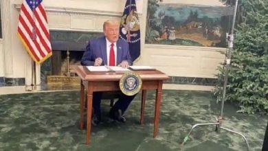 سوف-يفاجأ-برؤية-طاولة-ترامب-تنحرف-عن-منصب-الرئيس-،-حيث-سيطر-memes-على-وسائل-التواصل-الاجتماعي
