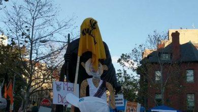 احتجاج-المزارعين:-يعرض-الآن-الخليستانيون-في-واشنطن-،-تمثال-المهاتما-غاندي-المغطى-بالعلم