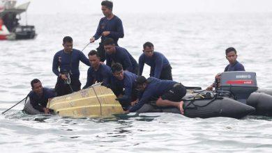 إندونيسيا:-تم-الكشف-عن-الصندوق-الأسود-للطائرة-المحطمة-،-كما-تم-العثور-على-أعضاء-بشرية