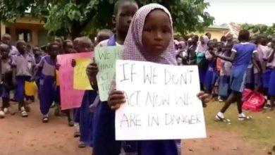 هاجمت-جماعة-مسلحة-مدرسة-في-نيجيريا-واختطفت-أكثر-من-300-فتاة