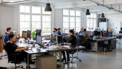 الدراسة:-إذا-كان-لديك-جدار-خلف-مكتبك-في-المكتب-،-فستتمكن-من-القيام-بمزيد-من-العمل-في-العمل-،-وستزيد-الإنتاجية.