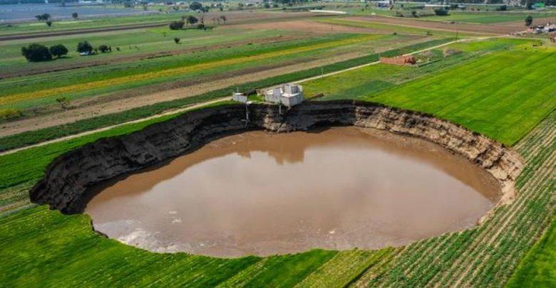 غريب:-فوهة-غامضة-في-مزرعة-المكسيك-نمت-إلى-حجم-ملعب-كرة-قدم-،-تفاجأ-الخبراء
