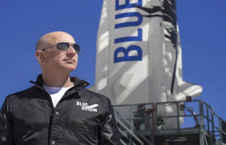 رحلة-جيف-بيزوس-الفضائية:-قام-الملياردير-الرائد-جيف-بيزوس-بالمزاد-العلني-للمقعد-الجانبي-،-ودفع-الفائز-الكثير-من-المال