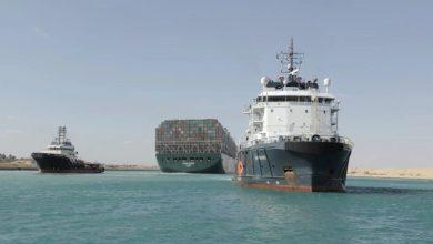 نظرًا-لأن-سفينة-الشحن-العملاقة-تغادر-أخيرًا-قناة-السويس-،-وقع-مالك-السفينة-وهيئة-القناة-صفقة-التسوية