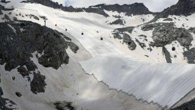 يقوم-خبراء-المناخ-بتغطية-نهر-بريسينا-الجليدي-الإيطالي-بقطعة-قماش-،-وهناك-خطر-الانهيار