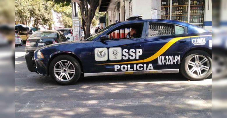 زي-شرطة-المكسيك-ملطخ-،-ووقف-بسبب-مخالفة-في-مكان-عام
