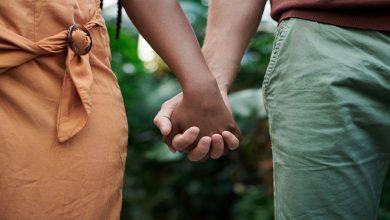 من-خلال-ربط-يدي-وقدمي-gf-،-فعل-الشاب-مثل-هذا-الشيء-مع-امرأة-أخرى-،-لن-أصدق