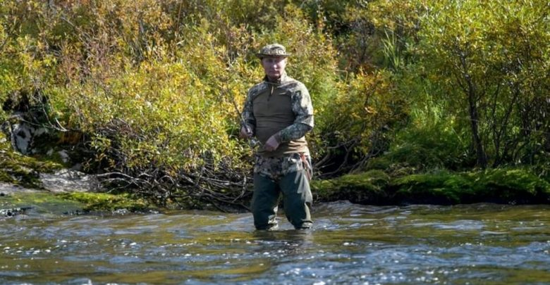شوهد-فلاديمير-بوتين-البالغ-من-العمر-68-عامًا-وهو-يقضي-إجازته-بهذا-الأسلوب-،-وانتشرت-الصور-على-نطاق-واسع